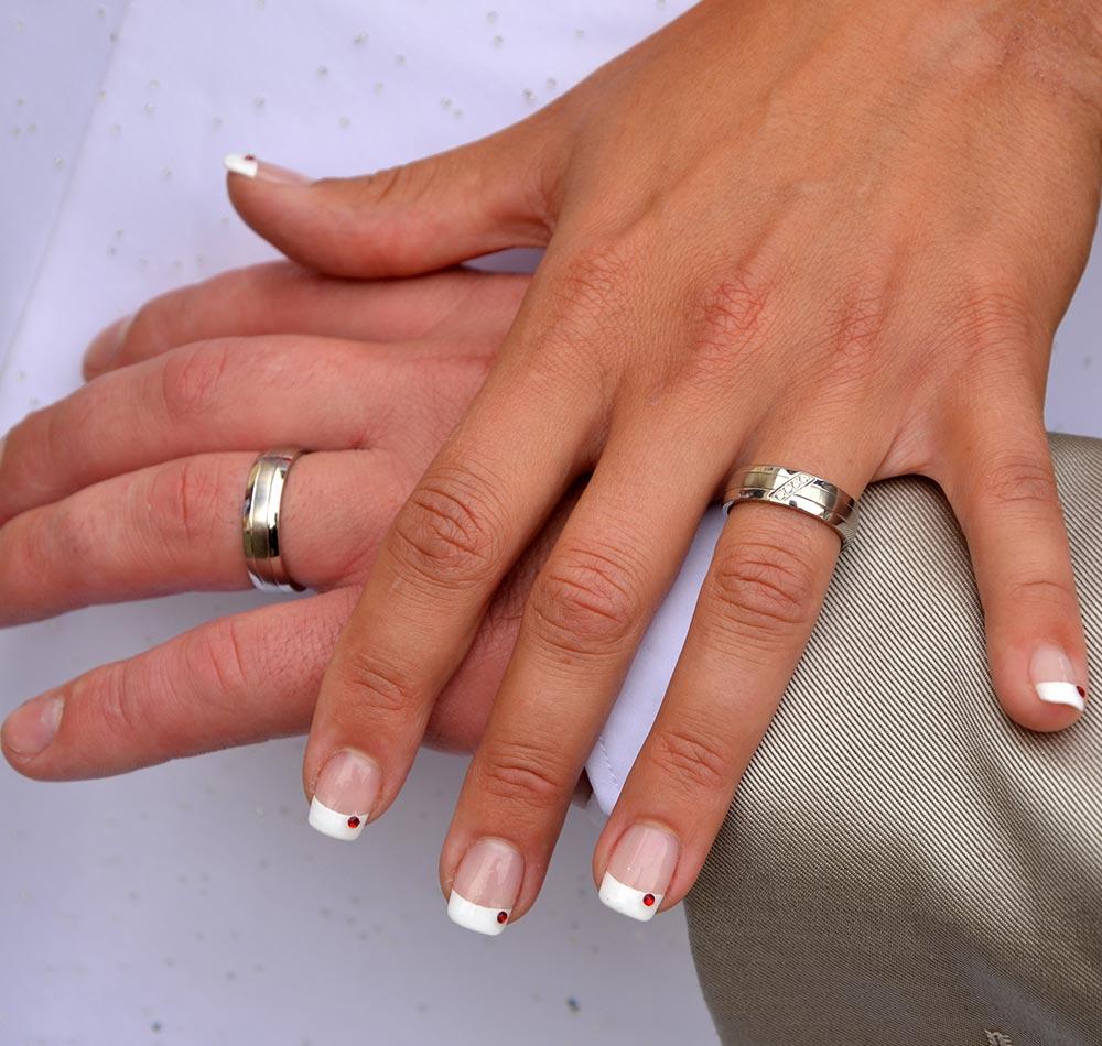 Idee e consigli per il tuo matrimonio nail art sposa 2018 for Immagini con i brillantini